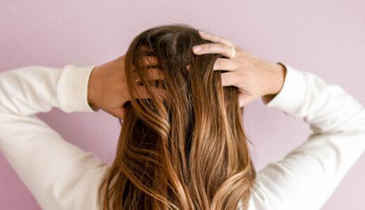 「髪の乱れ」を伝えるフィンランド語単語と例文